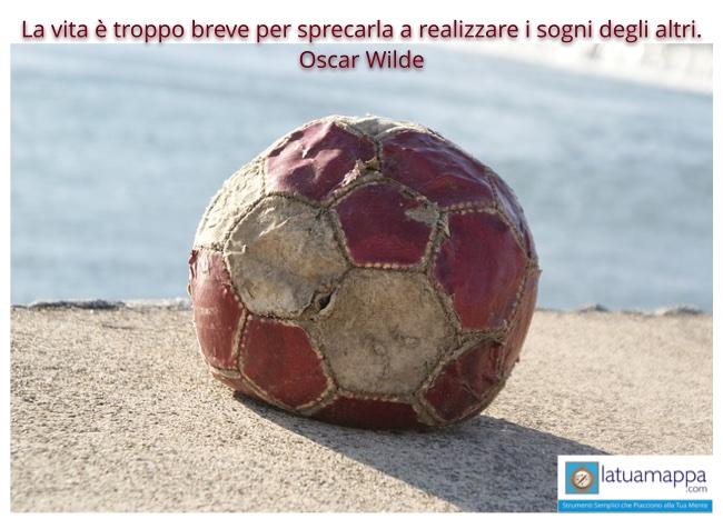 palla da calcio vecchia